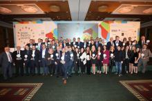 Οι εκπρόσωποι των βραβευμένων εταιρειών σε αναμνηστική φωτογραφία.